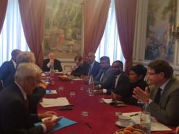 Jean-Marc Ayrault rencontre avec les parlementaires ultramarins à Paris le 23 janvier